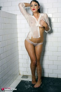 TelephoneModels.com Gracie February 24th 2011 2 199x300 Gracie In The Shower