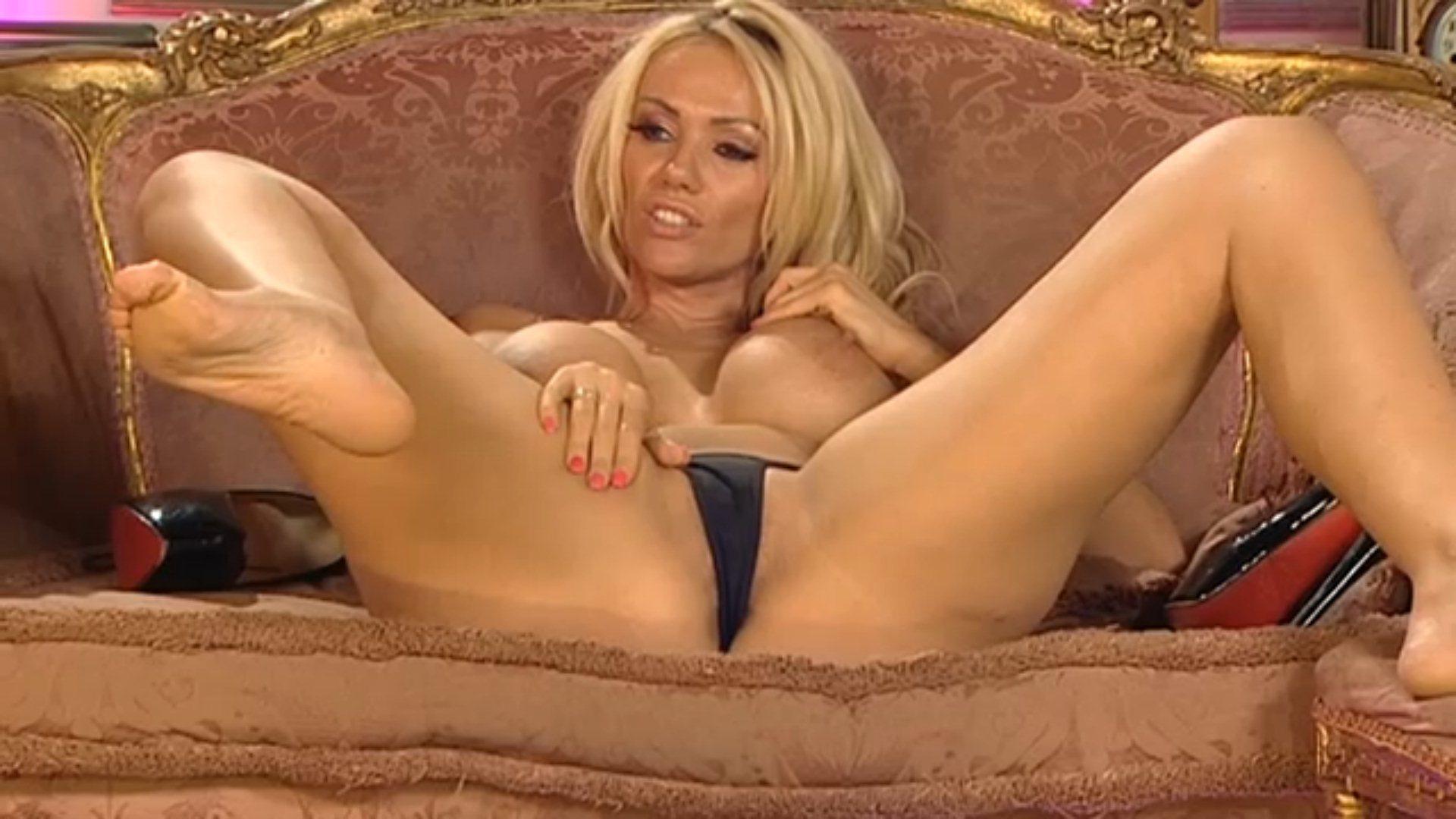 Nude latinas in rockford